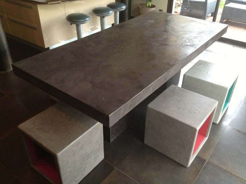 Cubes multifonctions en b ton cir table beton for Table exterieur beton