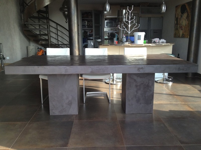 Table beton par stuc co tables a diner b ton cire for Table a manger beton